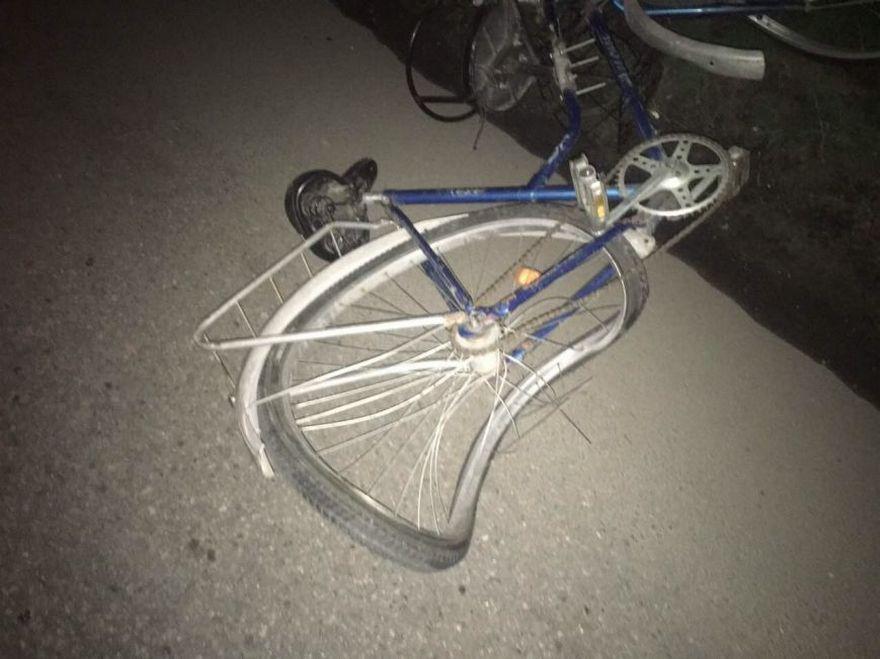 На велосипеді у авто: на Тернопільщині трапилася курйозна аварія із травматичним закінченням
