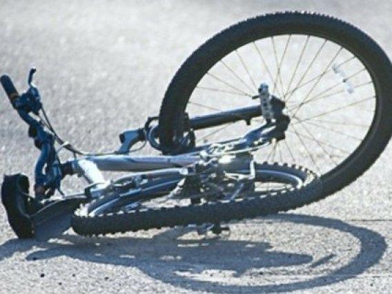 """Смертельне зіткнення на Тернопільщині: водій на """"Мерседесі"""" збив велосипедиста"""