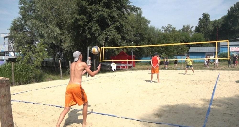 У Тернополі триває турнір з пляжного волейболу (ФОТО)