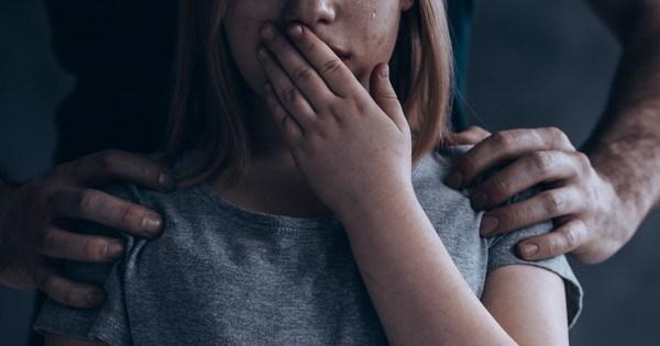 На Тернопільщині чоловік розбещував двох дітей