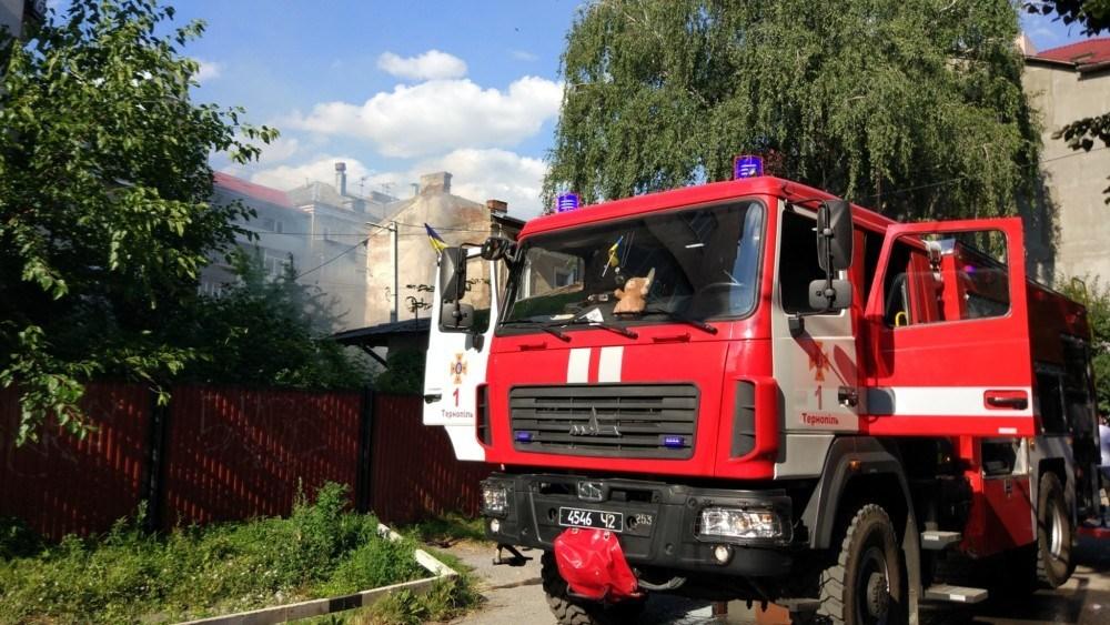 Пожежа у центрі Тернополя: весь міст у диму (ФОТО)