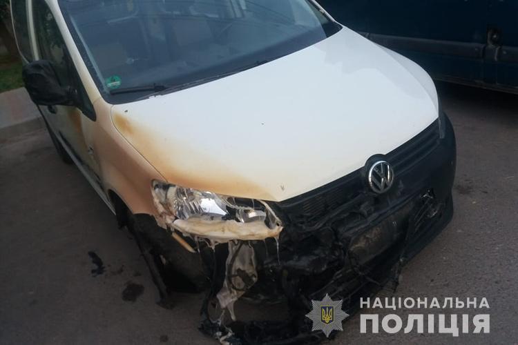 У Тернополі розшукують людей, через яких вночі погоріли автомобілі(ФОТО)