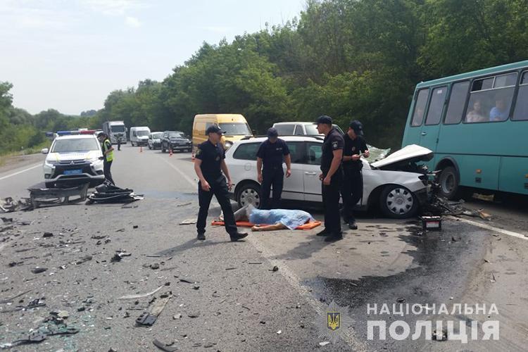 Удар був дуже сильний: біля Тернополя смертельна аварія. Є відео (ФОТО, ВІДЕО)