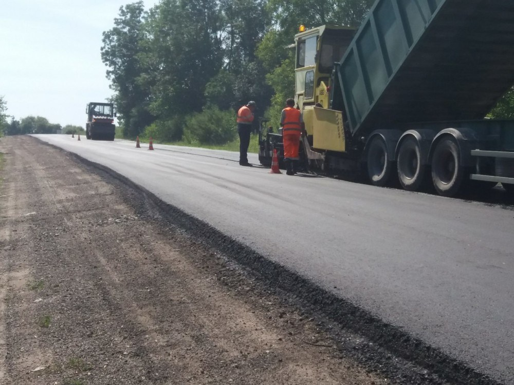 Шляховики ремонтують дороги до Зарваниці