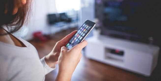 Тернополянка спокусилася на залишений без нагляду мобільний телефон