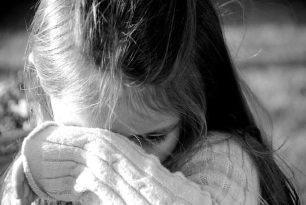 У Тернополі злочинець вирвав телефон у дівчинки з рук, коли вона грала ігру