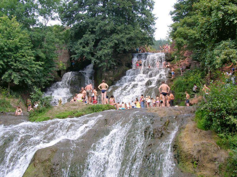 Нетверезий громадянин Польщі впав з Джуринського водоспаду