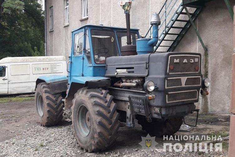 Нещастя на Тернопільщині: чоловік загинув під колесами трактора