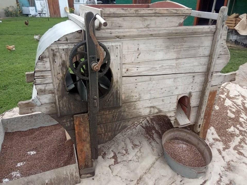 На Тернопільщині «віялка», якій майже 80 років, збереглася в робочому стані