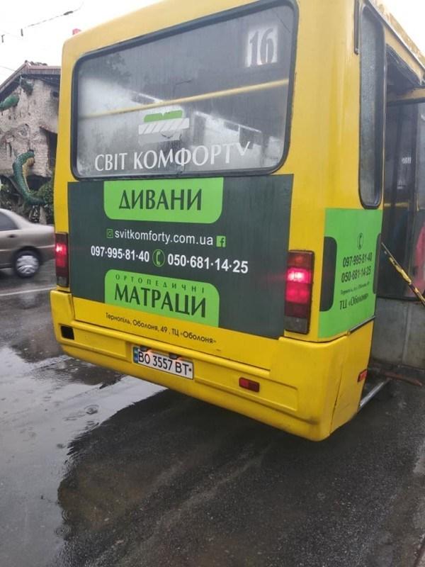 Конфлікт у маршрутці: у Тернополі водій  накинувся на пасажирку з претензіями (ФОТО)