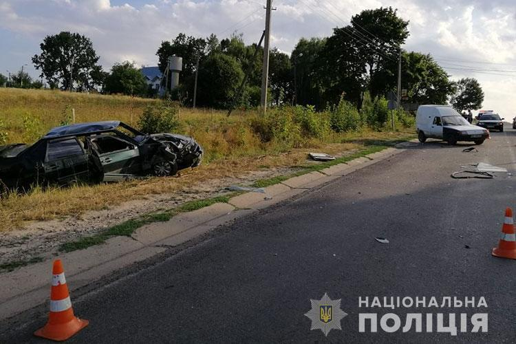 На Тернопільщині аварія з потерпілими: не розминулися ВАЗ і ЗАЗ (ФОТО)