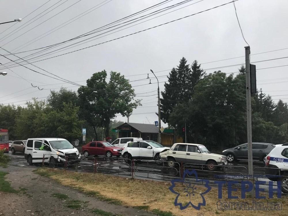 У Тернополі трапилася потрійна аварія (ФОТО)