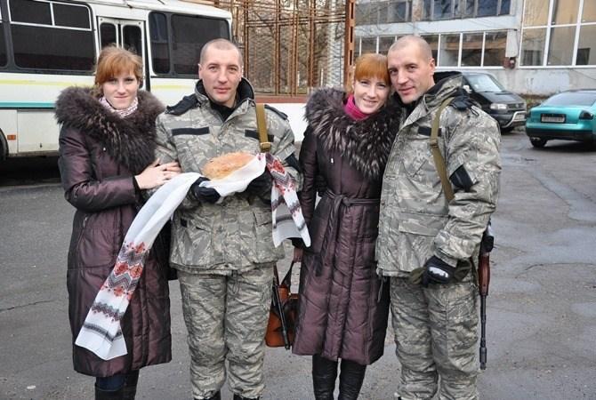 Як сестри-близнючки разом із чоловіками-близнюками з Тернополя пішли на війну (ФОТО)