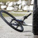 Наробила біди і втекла: житель Тернополя розшукує жінку-водія, яка збила велосипедиста