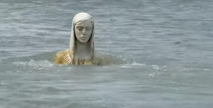 Диво на Прикарпатті: статуя Божої Матері з'явилася серед річки (ФОТО, ВІДЕО)
