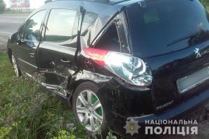 На дорозі Тернопіль – Івано-Франківськ зіткнулися два автомобілі. Одна потерпіла – в реанімації (ФОТО)