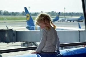 Тернополянка намагалася дати хабар прикордоннику, щоб вивезти дитину за кордон