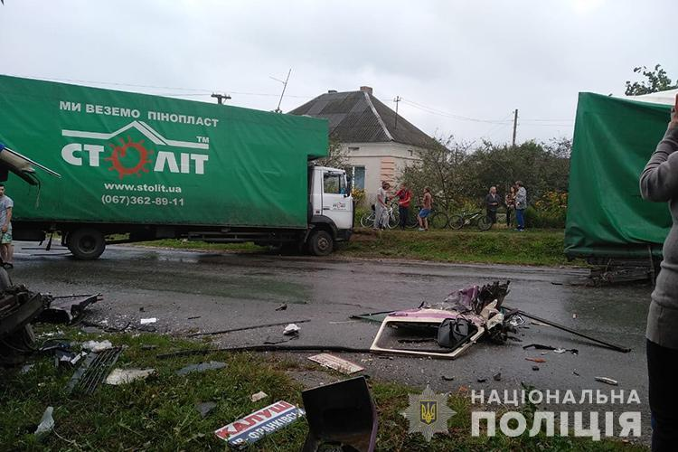 4 особи отримали пошкодження. У поліції розповіли нові подробиці ДТП на Тернопільщині (ФОТО)