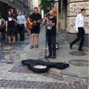 Відомий співак із Тернопільщини перевтілився у вуличного музику (ВІДЕО)