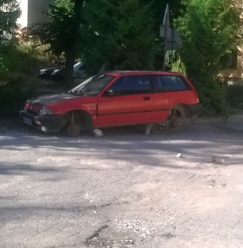 У Тернополі крадуть колеса із автомобілів (ФОТОФАКТ)