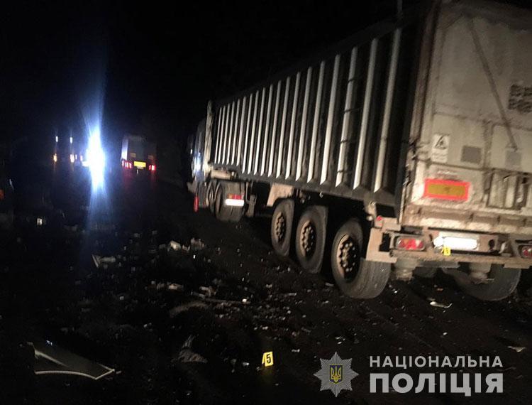 Смертельна аварія на Тернопільщині: легківка зіткнулася із вантажівкою (ФОТО)