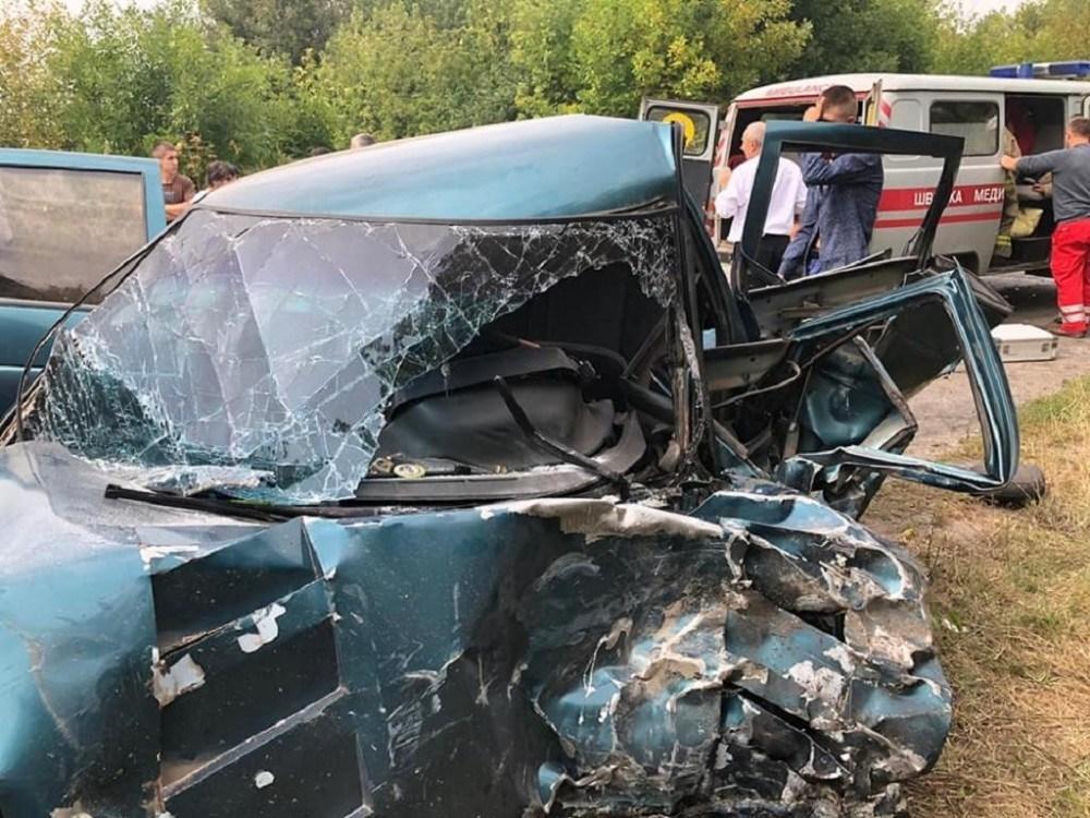 """Смертельна аварія на Тернопільщині: не розминулися """"ВАЗ"""" і """"Ленд Крузер"""" (ФОТО)"""