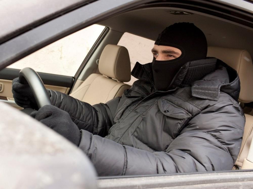"""""""Бляхарі"""" підрізали авто, а тоді побили та пограбували водія: в мережі розповіли подробиці ДТП біля Тернополя"""