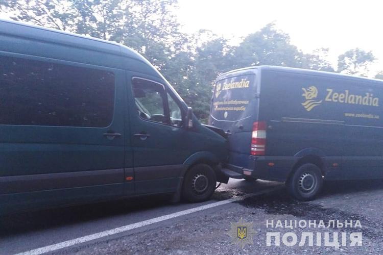 Потрійна аварія на Тернопільщині: травмувалася дитина з Львівщини (ФОТО)