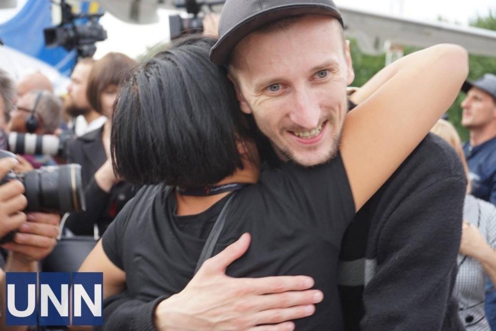 Привіт, Сенцов! Українців зустріли аплодисментами (Емоційний фоторепортаж)