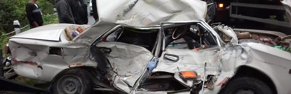 Жахлива аварія на Тернопільщині: аво розтрощене, водій чудом залишився живий (ФОТО)