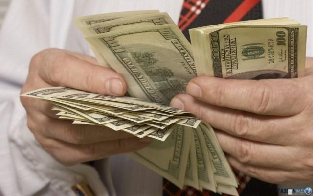 Заробітчани з початку року перерахували в Україну понад 100 млрд грн