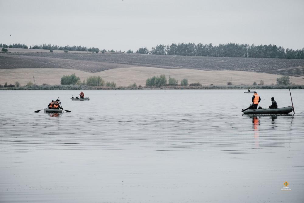 Біля Тернополя на ставу перекинувся човен з людьми: один чоловік втопився (ФОТО)