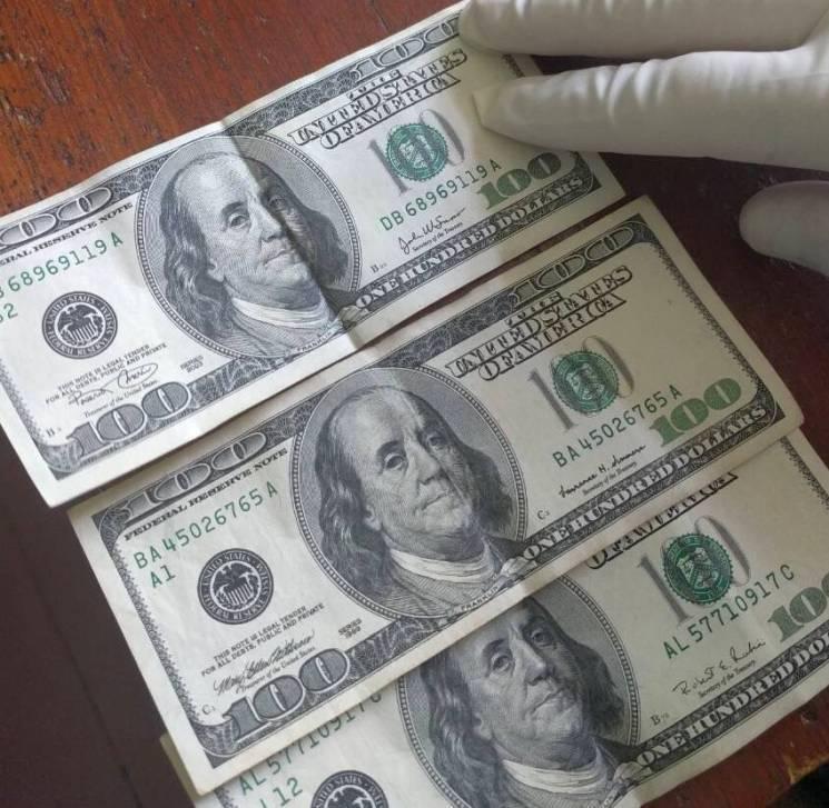 Хотіли займатися проституцією: у Тернополі судитимуть жінку, яка пропонувала поліцейським 600 доларів хабара