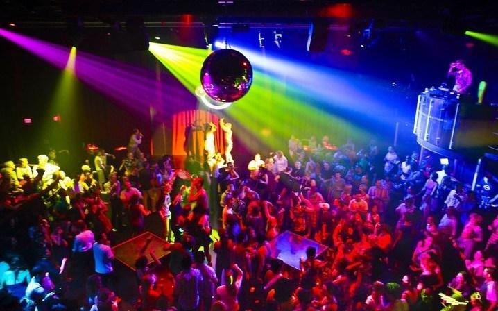 У Тернополі в нічному клубі охоронець побив відвідувача