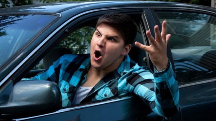 Водії, не забувайте вмикати покажчик повороту, аби вами не зацікавились патрульні