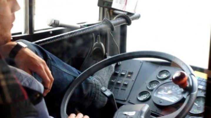 """""""Пішла звідси!"""": у Тернополі водій у негоду виштовхнув жінку з салону (ВІДЕО)"""