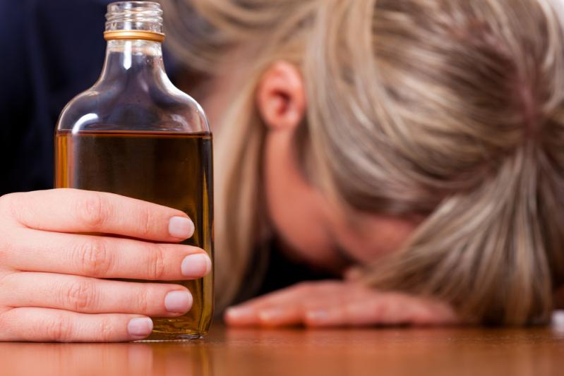Випила зайвого: у Тернополі 17-річна дівчина потрапила до лікарні через отруєння алкоголем