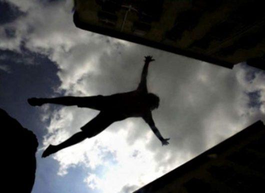 У Тернополі чоловік випав з другого поверху