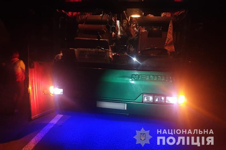 """Смертельна аварія біля Тернополя: зіткнулися автобус з дітьми та легківка """"Форд"""" (ФОТО)"""