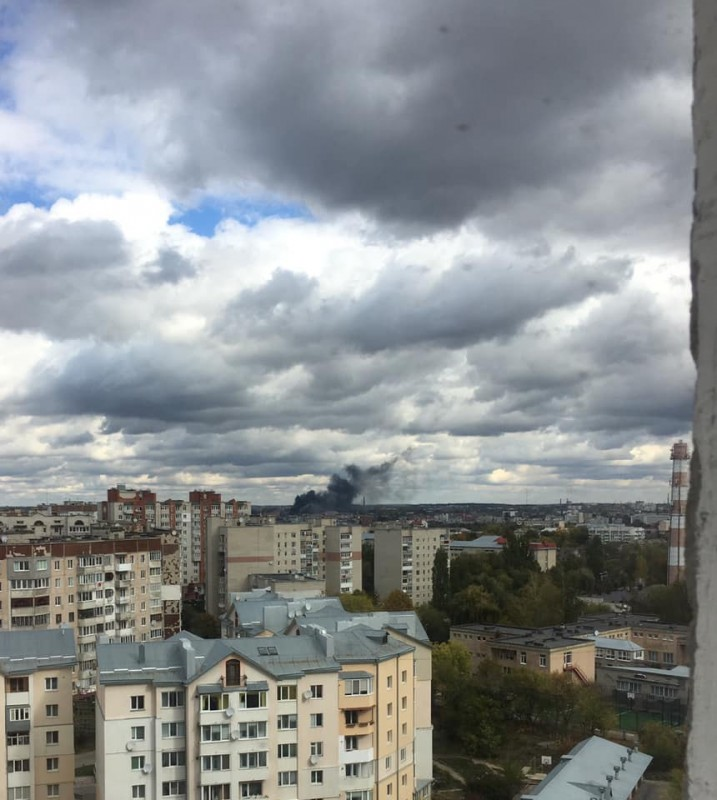 Масштабна пожежа у Тернополі на складі фарби: горять розчинники (ФОТО)