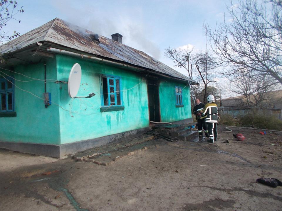 На Тернопільщині раптово загорівся житловий будинок, де перебували троє малолітніх дітей (ФОТО)