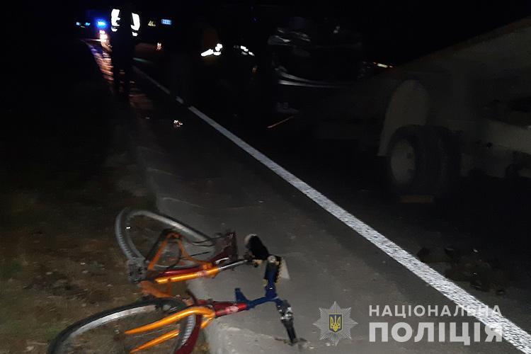 Смертельна аварія на Тернопільщині: мікроавтобус збив велосипедиста (ФОТО)