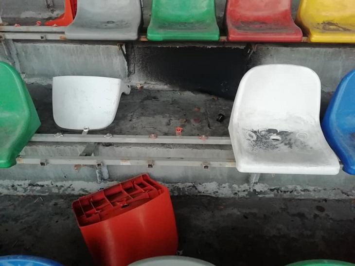 Навіть сидіння повиривали: футбольні фанати у Тернополі понищили стадіон (ФОТО)