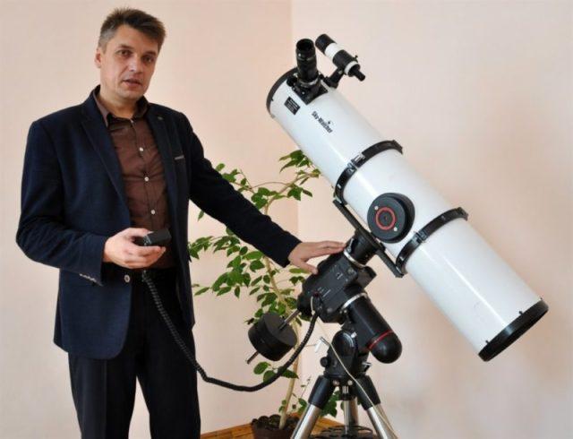 На Тернопільщині чоловік робить вражаючі фото Місяця, на яких видно кожен кратер (ФОТО)