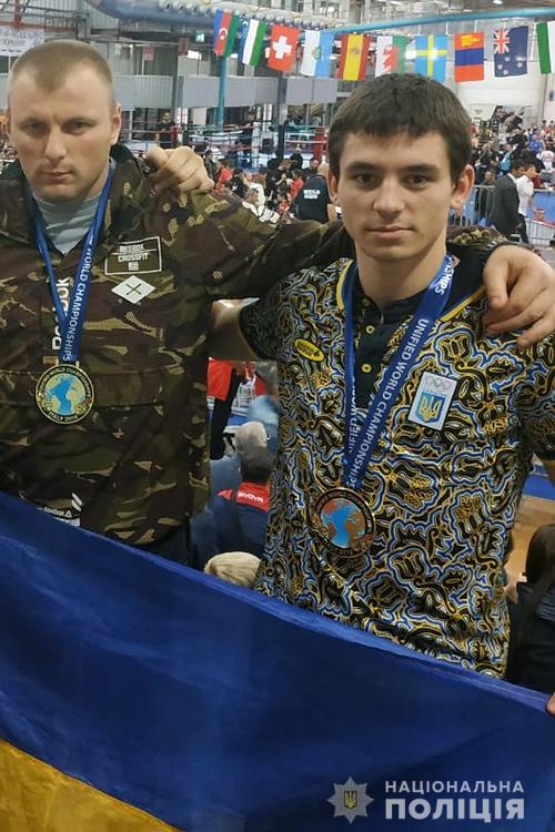 """Начальник тернопільського """"КОРДу"""" у Італії на змаганнях став найсильнішим кікбоксером світу (ФОТО)"""