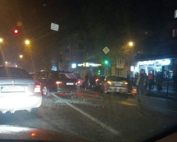 У центрі Тернополя масштабна аварія (ФОТО)