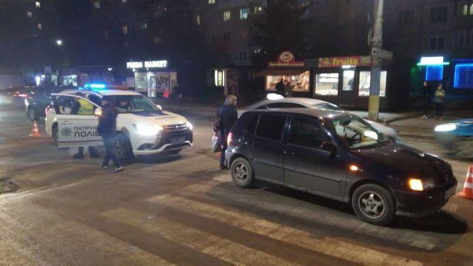 У Тернополі на пішохідному збили дівчину (ФОТО)