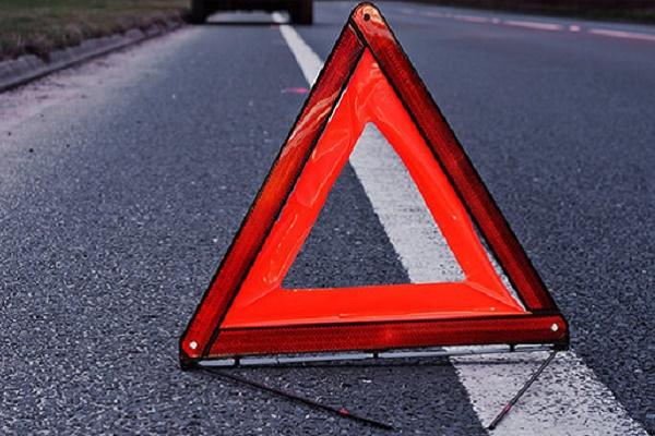 На Тернопільщині на дорозі водій побачив травмовану жінку