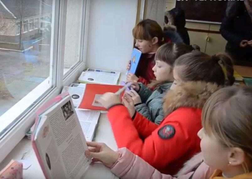 У школі на Тернопільщині діти навчаються в куртках (ВІДЕО)