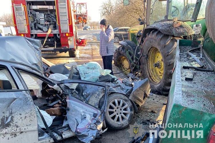 На Тернопільщині аварія з потерпілими: зіткнулися легківка та трактор з цистерною